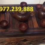 ấm chén gỗ hương trưng bày