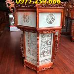 đèn lồng trang trí bằng gỗ hương ở trong chùa
