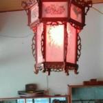 đèn lồng trang trí gỗ hương ở trong chùa